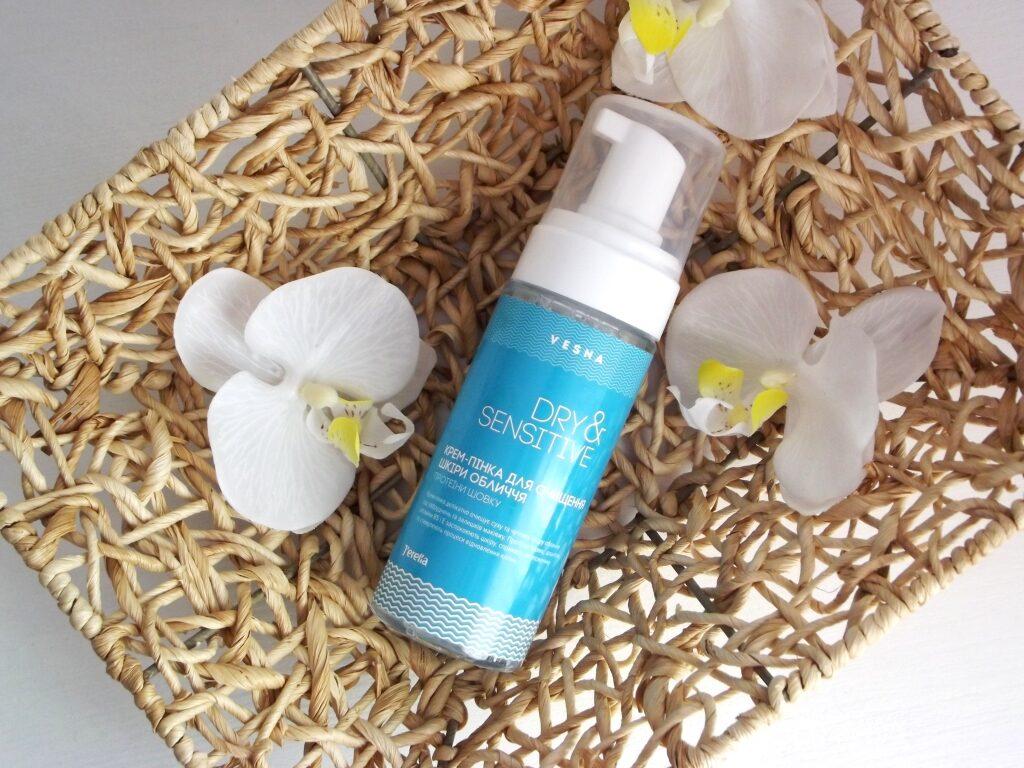 J'erelia Vesna Dry&Sensitive Крем-пенка для очищения кожи лица с протеинами шелка