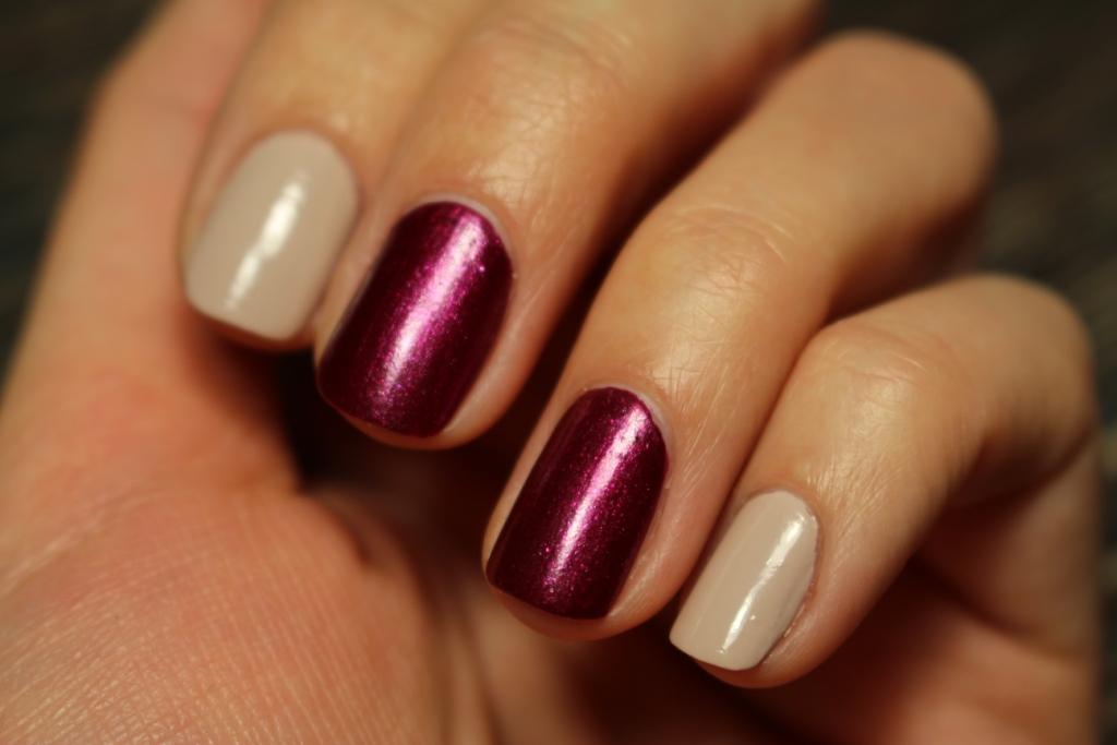 Yves Rocher Лаки для ногтей «Растительный блеск» — «Лепесток георгина» и «Песочная роза»