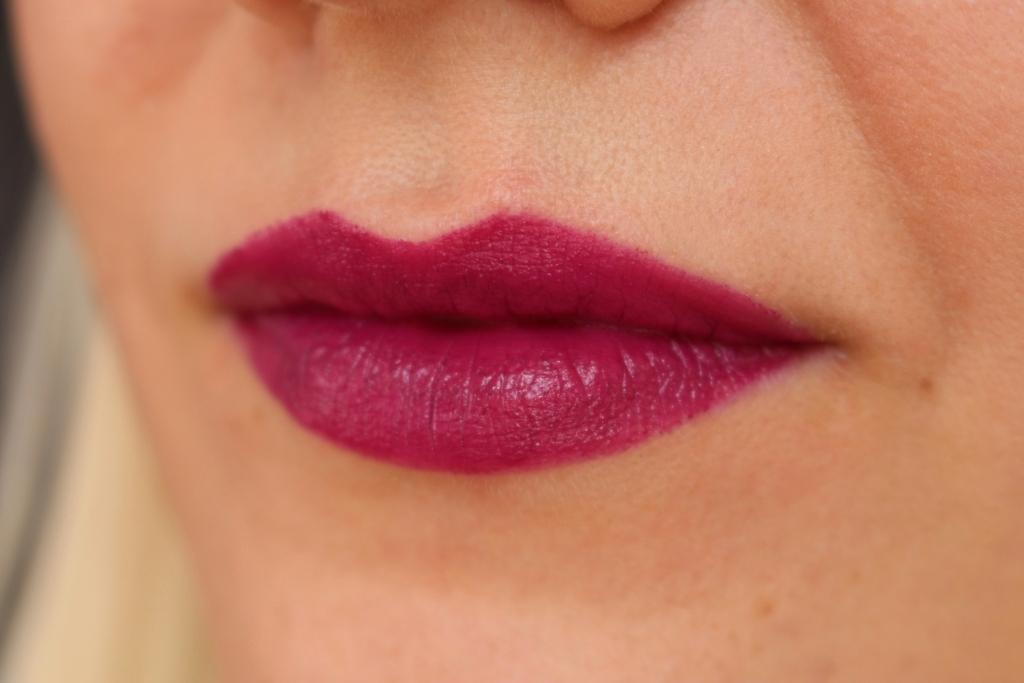 Essence Lipstick Velvet Matt_16