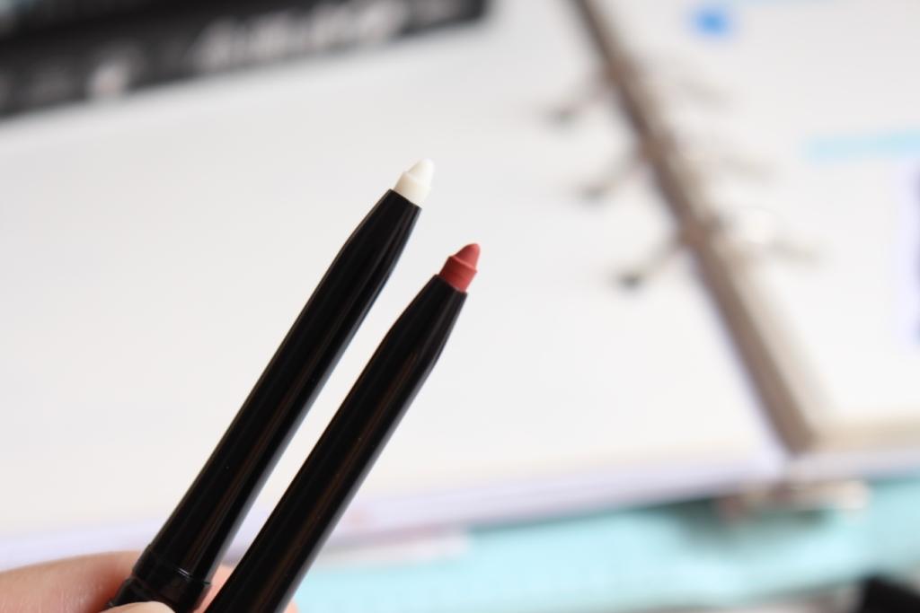 avon-true-colour-glimmerstick-lip-liner_3