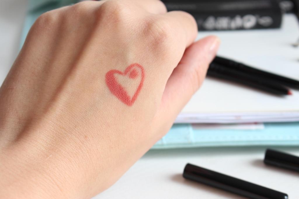 avon-true-colour-glimmerstick-lip-liner_4