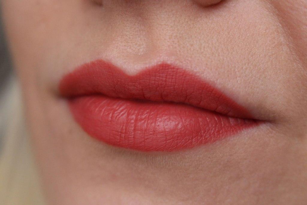 avon-true-colour-glimmerstick-lip-liner_5