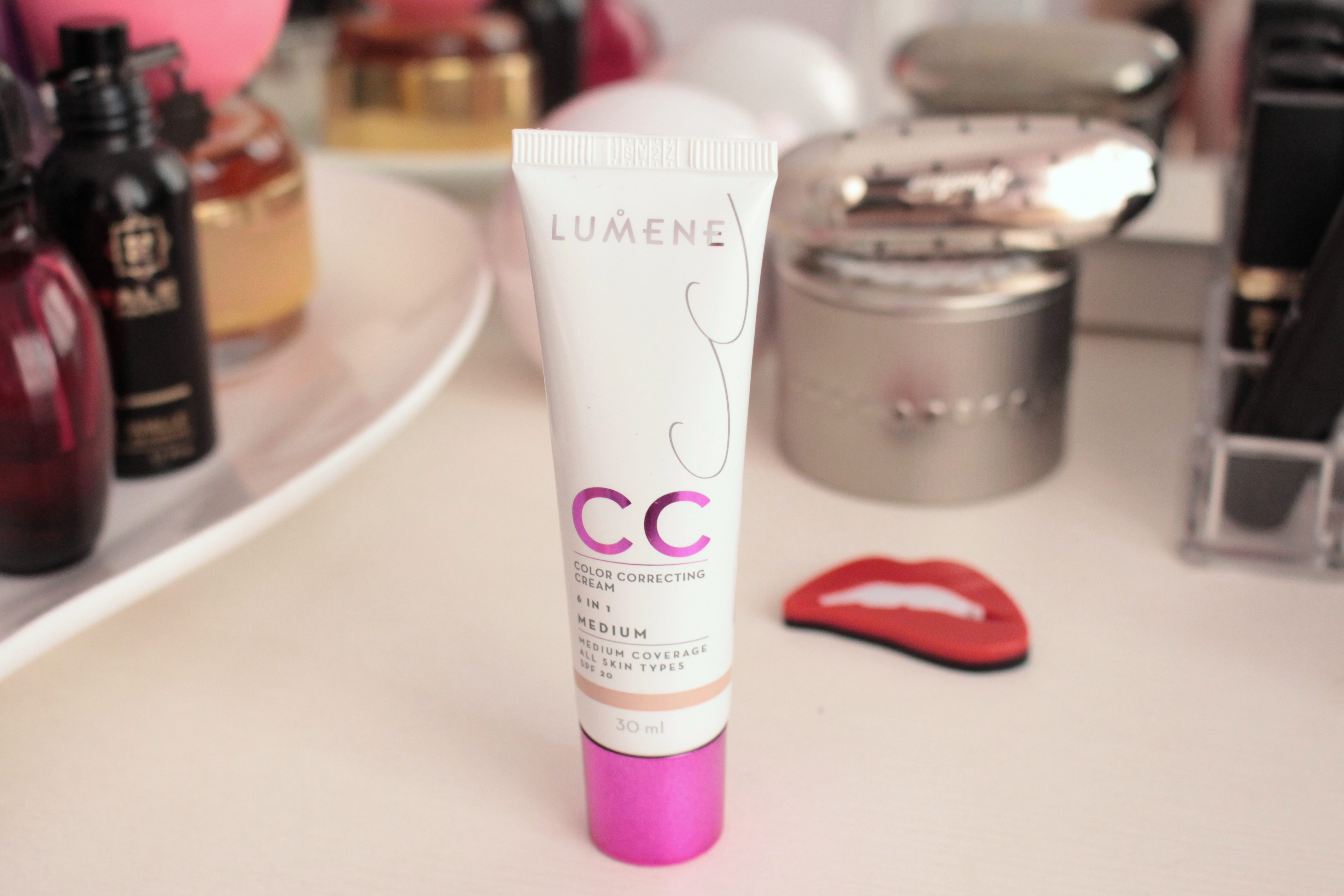 "Lumene Color Correcting Cream 6 in 1 ""Medium"" СС-крем"