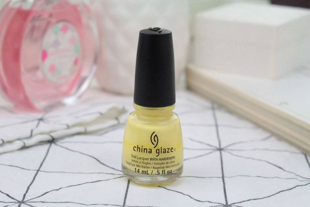 "China Glaze Nail Lacquer With Hardeners ""Lemon Fizz"" Лак для ногтей"