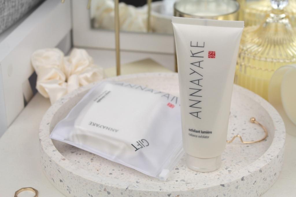 AnnaYake Radiance Exfoliator & Makeup Remover Sponge Скраб для лица и салфетка для снятия макияжа