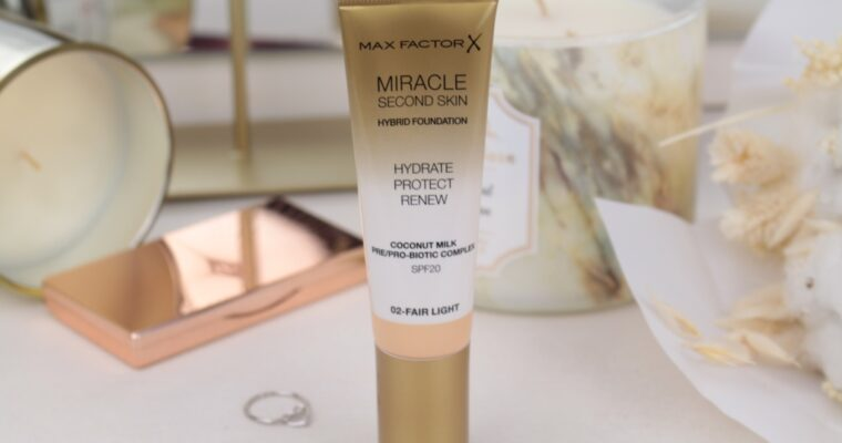 "Max Factor Miracle Second Skin Hybrid Foundation SPF 20 ""02 Fair Light"" Тональная основа"
